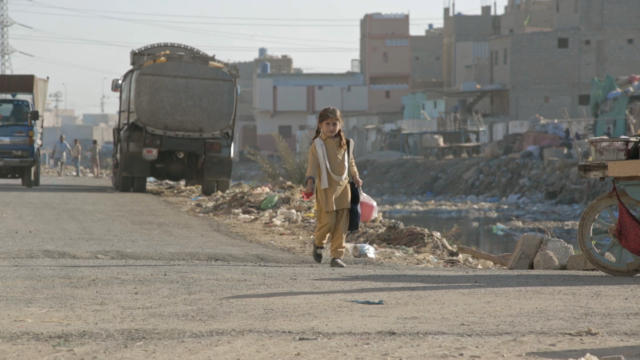 Vlprg Pakistan Infanticide Girl On Street
